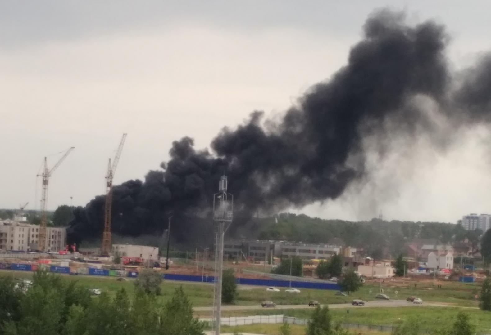 Прямо сейчас пожар в Заволжьеꓽ кругом клубы черного дыма