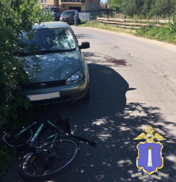 В Ишеевке двое детей на велосипеде попали под колёса «Калины»