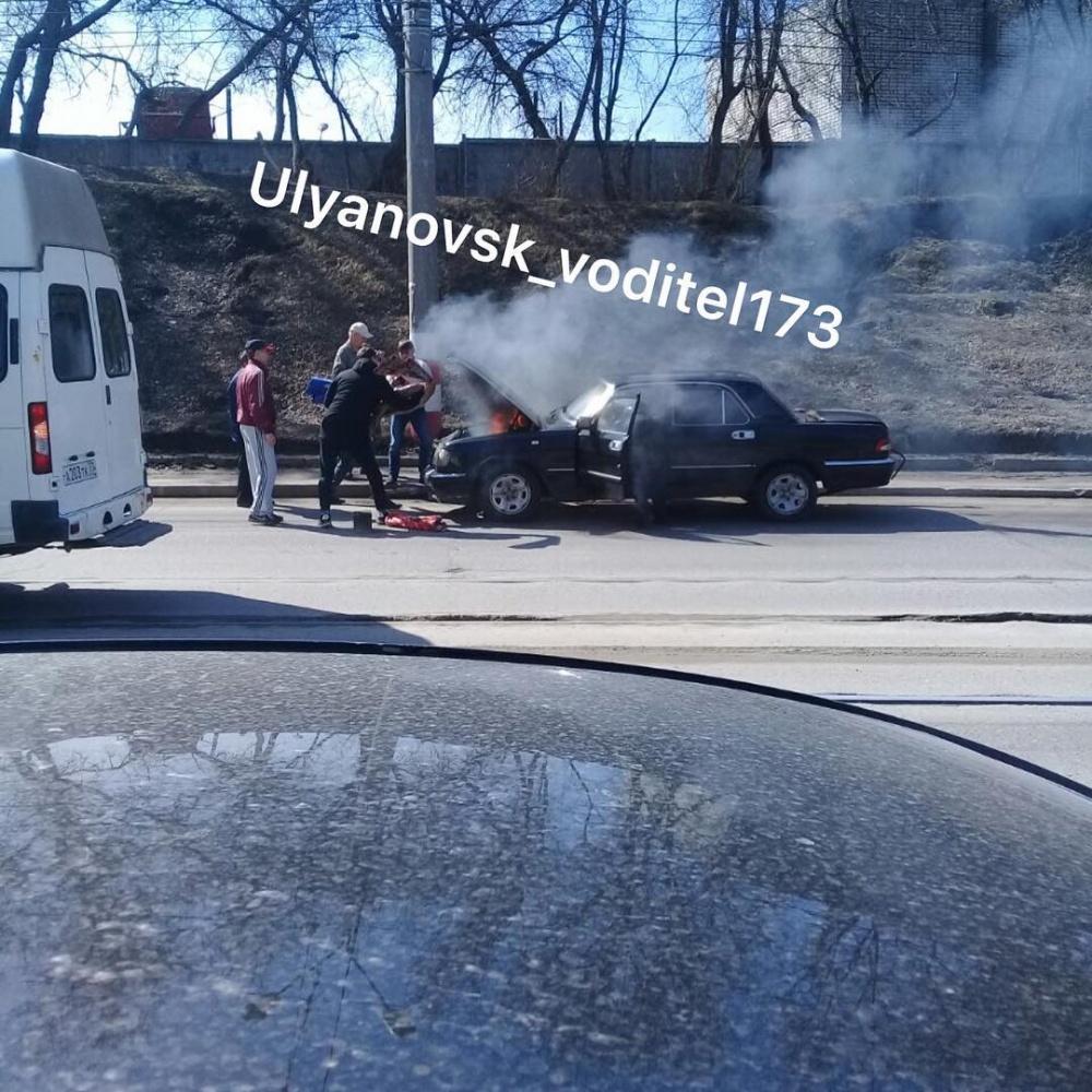 «Волга» загорелась на Инзенской в Ульяновске