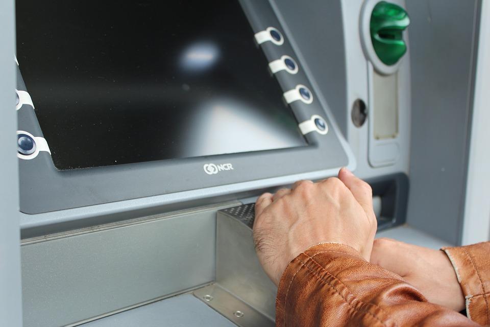 Еще двое ульяновцев лишились денег, поверив «липовым» работникам банка