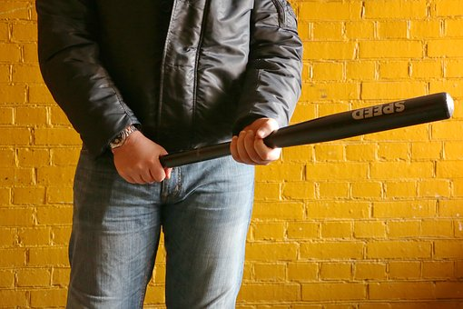 В Новоспасском районе 19-летний парень избил односельчанина деревянной палкой