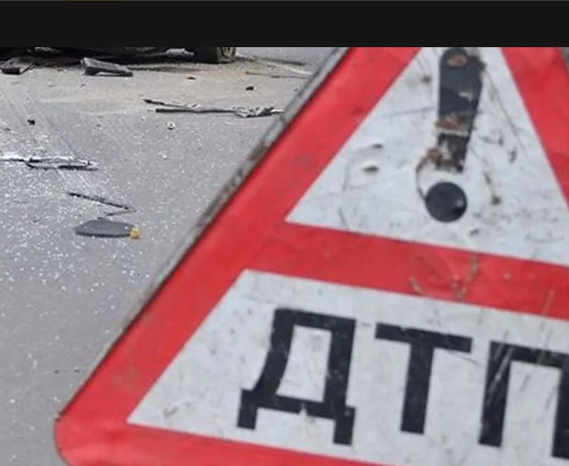На подъезде к Ульяновску девушка на «Шевроле» врезалась в ограждения и влетела под фуру