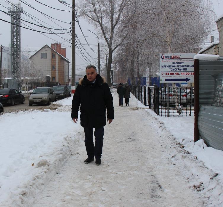Панченко прошелся пешком и остался недоволен территорией  кожвендиспасера и хосписа