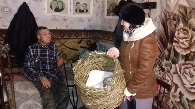 Соцработники из Карсуна: никто не заставлял инвалида на костылях носить дрова самостоятельно