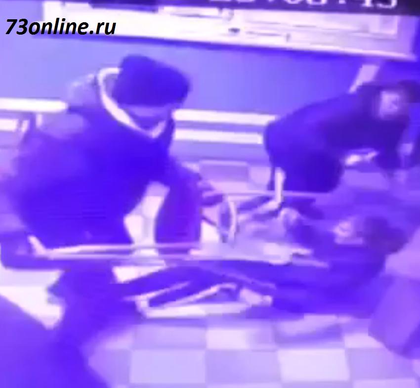 В Железнодорожном районе избили посетителей букмекерской конторы (видео)