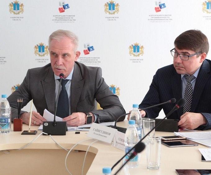Губернатор Морозов смотрит в сторону «торговой Мекки на Волге»