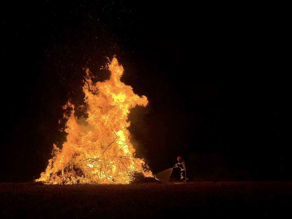 «Жаркие» выходные: за два дня в Ульяновске произошло четыре пожара