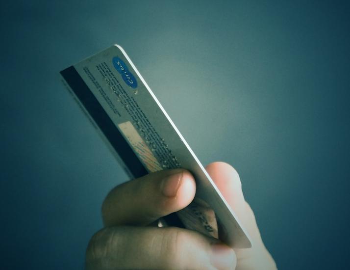 Школьник из Ульяновской области увёл деньги с банковской карты своей учительницы
