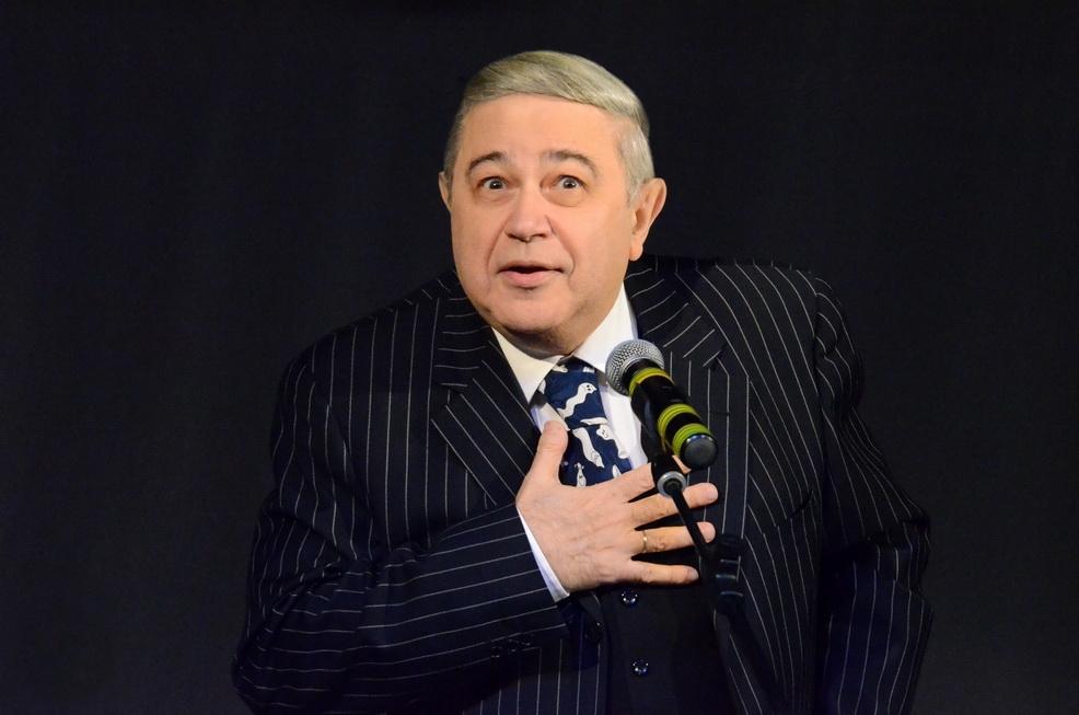 Евгений Петросян примерил в Ульяновске тапочки Обломова: оказались впору
