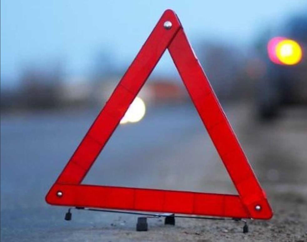 На улице Рябикова иномарка врезалась в дом