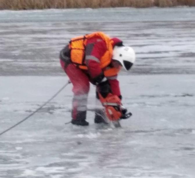 По Свияге ходить опасно: толщина льда 5-15 сантиметров