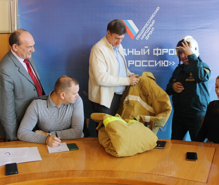 Житель Ульяновской области попросил у Путина костюм пожарного и получил его
