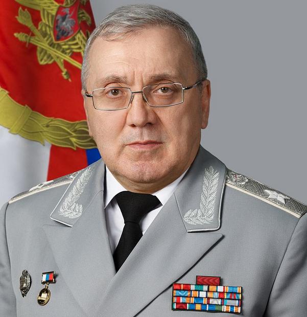 Первый замминистра обороны РФ Цаликов проверил 31 бригаду и рассказал гимназистам про храм