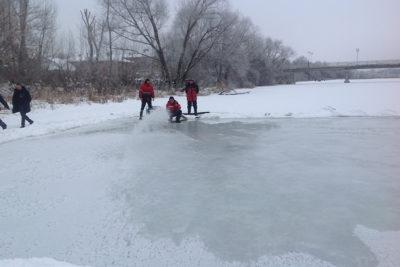 Для крещенских купаний в Ульяновске наращивают толщину льда