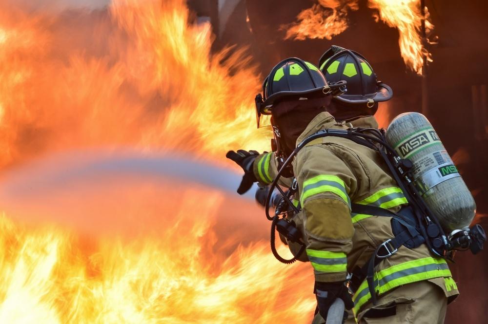 Крупный пожар в Вырыпаевке тушили 32 человека