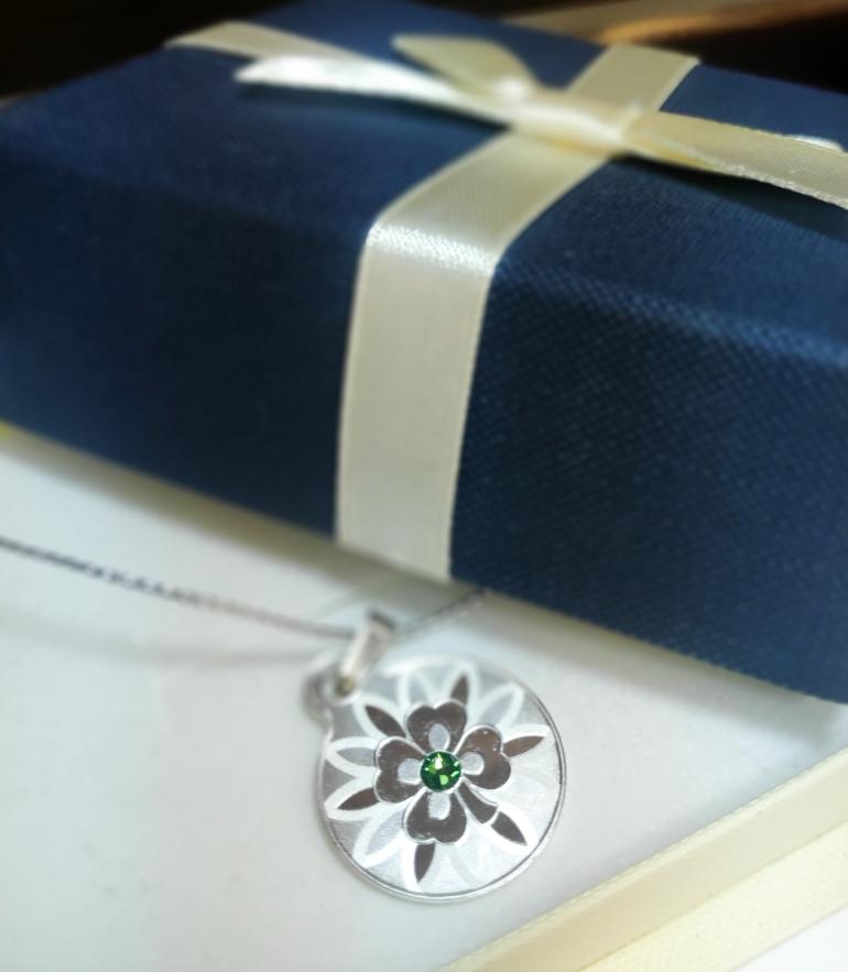 Кольцо и монета, или как порадовать женщину нетривиальным подарком на 8 марта